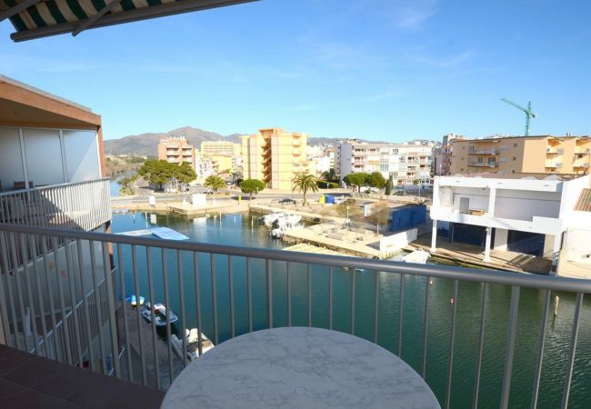 Apartament en Rosas / Roses - ISAR18- Apartamento con terraza junto al canal